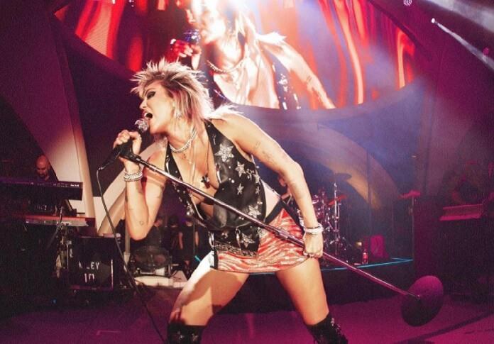 Miley Cyrus muda letra de