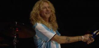 Steven Adler com o Guns N' Roses em 2016