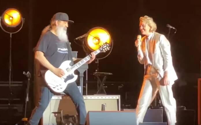 Membros do Soundgarden tocam junto com Brandi Carlile em show; veja