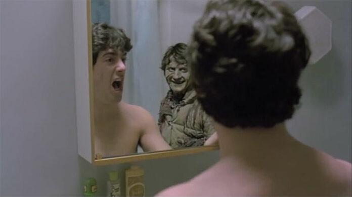 jump scare cena de espelho