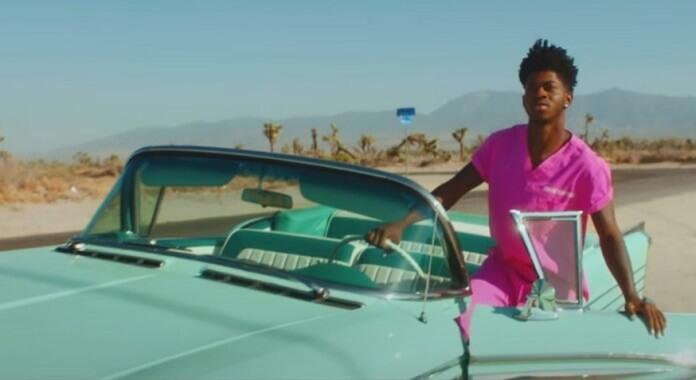 Lil Nas X anuncia em vídeo data de lançamento do seu disco de estreia