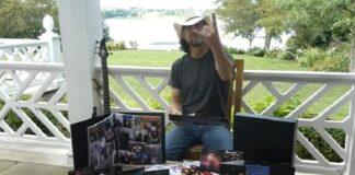 Jason Newsted faz unboxing de edição deluxe do Black Album do Metallica
