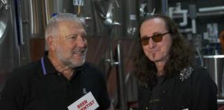 Geddy Lee e Alex Lifeson anunciam nova cerveja do Rush em divertido teaser; veja