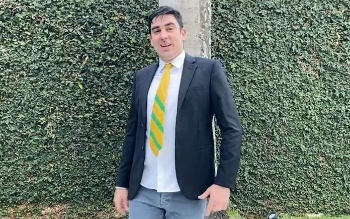 Marcelo Adnet imitando Jair Bolsonaro