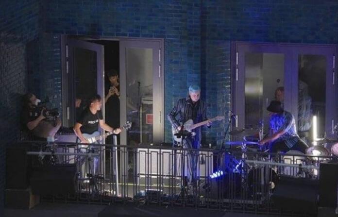 Jack White faz show surpresa para celebrar inauguração do Third Man Records em Londres