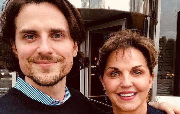 Jared Followill, do Kings of Leon, com sua mãe