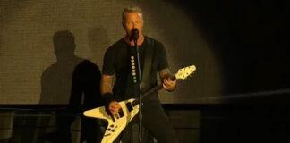 """Metallica toca """"Black Album"""" na íntegra no festival Louder Than Life; veja alguns vídeos"""