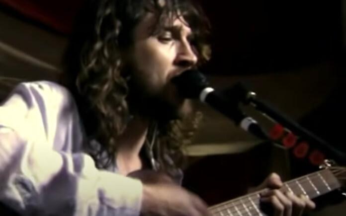 Red Hot Chili Peppers e uma bela versão acústica de