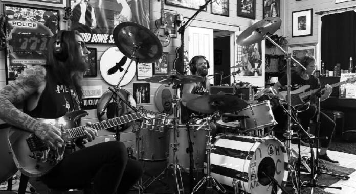 Taylor Hawkins, Dave Navarro e Chris Chaney formam o supergrupo NHC