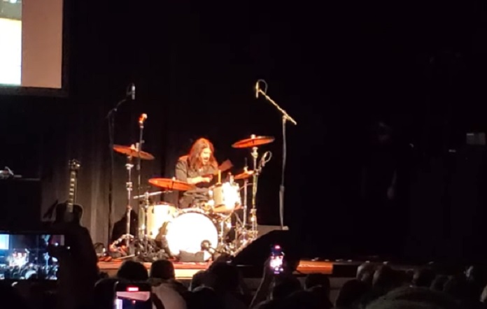 Dave Grohl tocando Nirvana