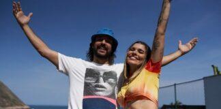"""Lary e Gabriel O Pensador curtem um dia na praia no animado clipe de """"Itacoatiara""""; veja"""